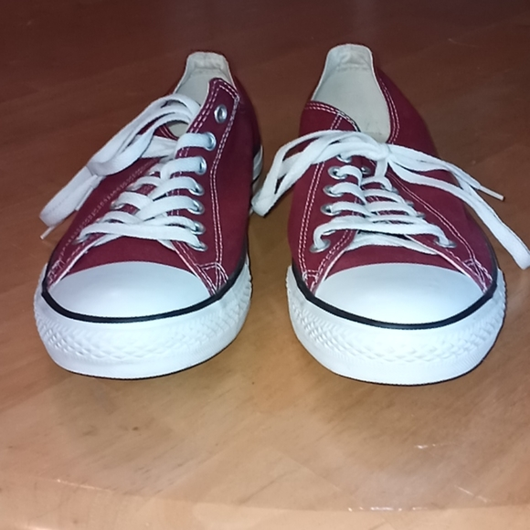 Converse all star tennis shoe size 11 red